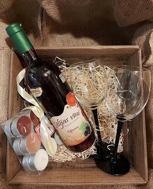 Upeņu vīns